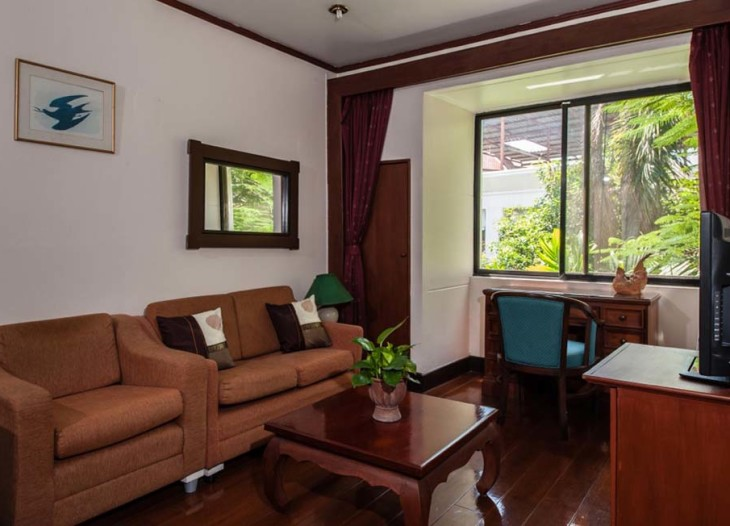 House by the Pond-tuk-onebedroom-living